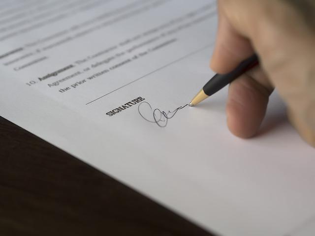 podepisování smlouvy.jpg