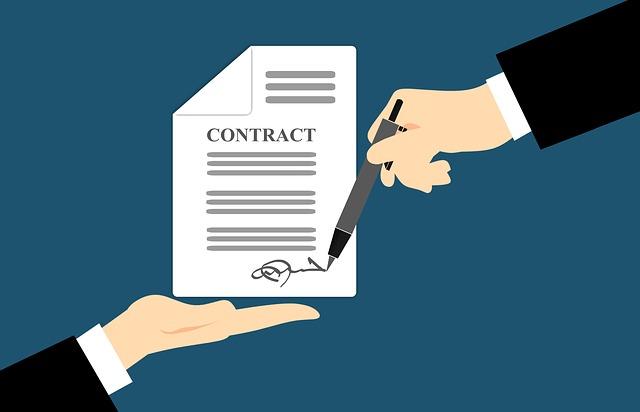 kreslený obrázek popisující podpis smlouvy na modrém podkladu