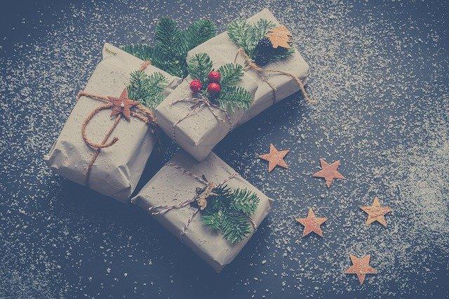 Zimní dekorace dárků