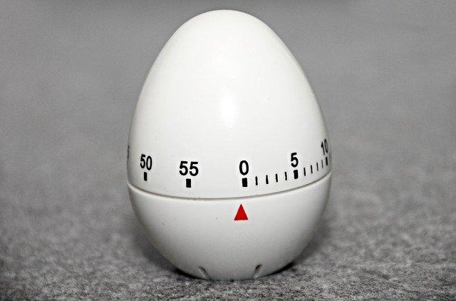 budík ve tvaru vajíčka